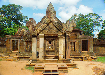 Beng Melea temple and Banteay Sries Temple Tour